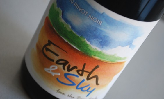 Earth_and_Sky_Pinot_Noir_2010_PresseRaisin